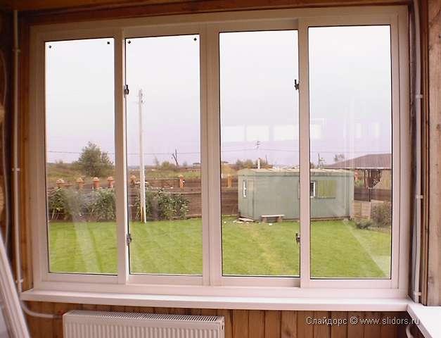 Замки на окна остекленного балкона.
